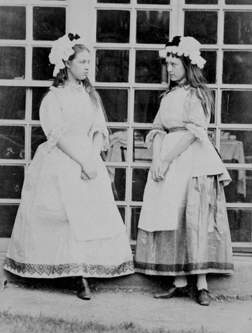 Evelyn Dubourg & Kathleen O'Reilly